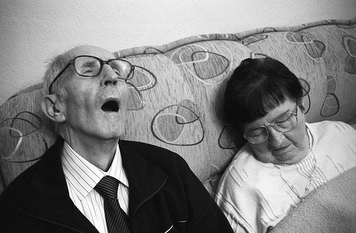 Elderly-couple-asleep-on-couch